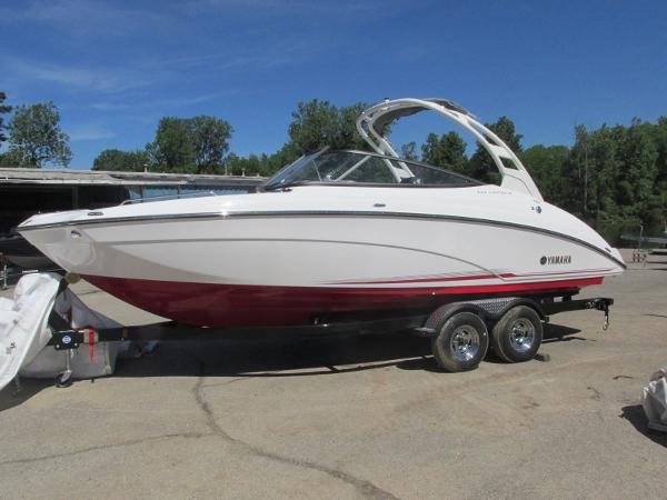 2019 Yamaha boat for sale, model of the boat is 242 Limited S & Image # 1 of 36