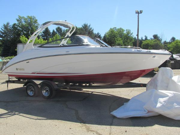 2019 Yamaha boat for sale, model of the boat is 242 Limited S & Image # 2 of 36