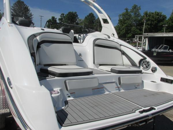 2019 Yamaha boat for sale, model of the boat is 242 Limited S & Image # 4 of 36