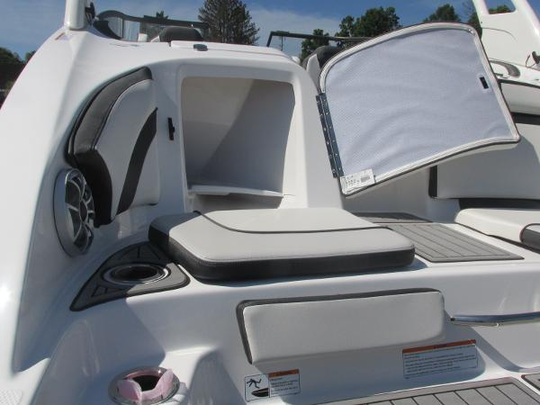 2019 Yamaha boat for sale, model of the boat is 242 Limited S & Image # 7 of 36