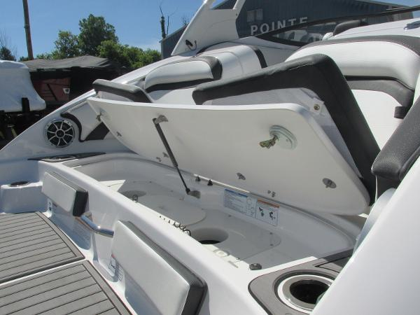 2019 Yamaha boat for sale, model of the boat is 242 Limited S & Image # 9 of 36