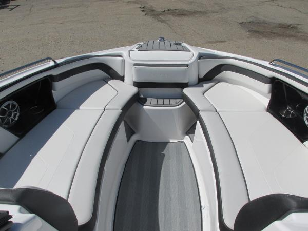 2019 Yamaha boat for sale, model of the boat is 242 Limited S & Image # 10 of 36