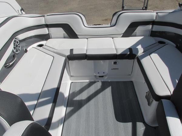 2019 Yamaha boat for sale, model of the boat is 242 Limited S & Image # 14 of 36