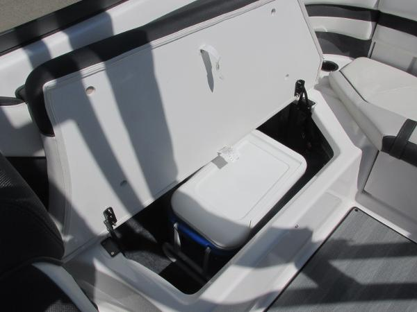 2019 Yamaha boat for sale, model of the boat is 242 Limited S & Image # 15 of 36