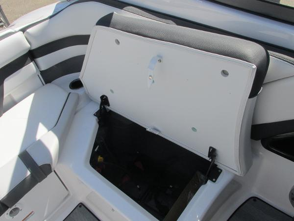 2019 Yamaha boat for sale, model of the boat is 242 Limited S & Image # 16 of 36