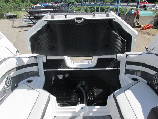 2019 Yamaha boat for sale, model of the boat is 242 Limited S & Image # 17 of 36