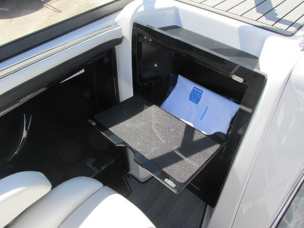 2019 Yamaha boat for sale, model of the boat is 242 Limited S & Image # 20 of 36