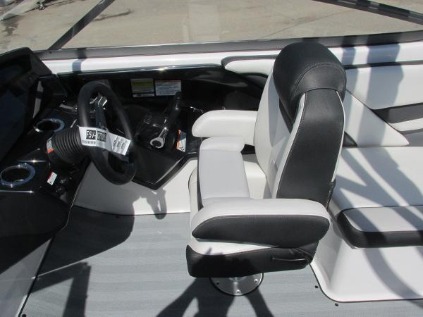 2019 Yamaha boat for sale, model of the boat is 242 Limited S & Image # 23 of 36