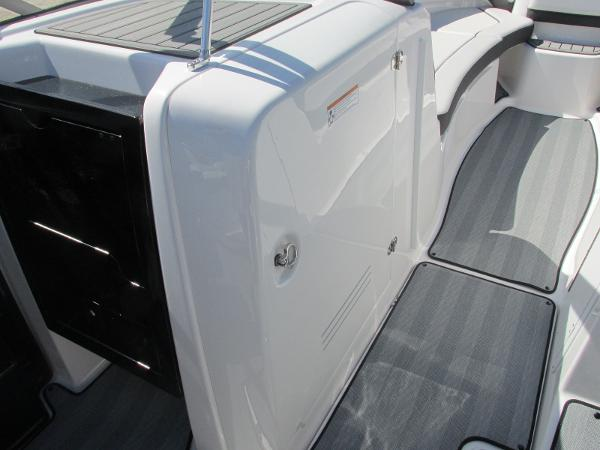 2019 Yamaha boat for sale, model of the boat is 242 Limited S & Image # 33 of 36