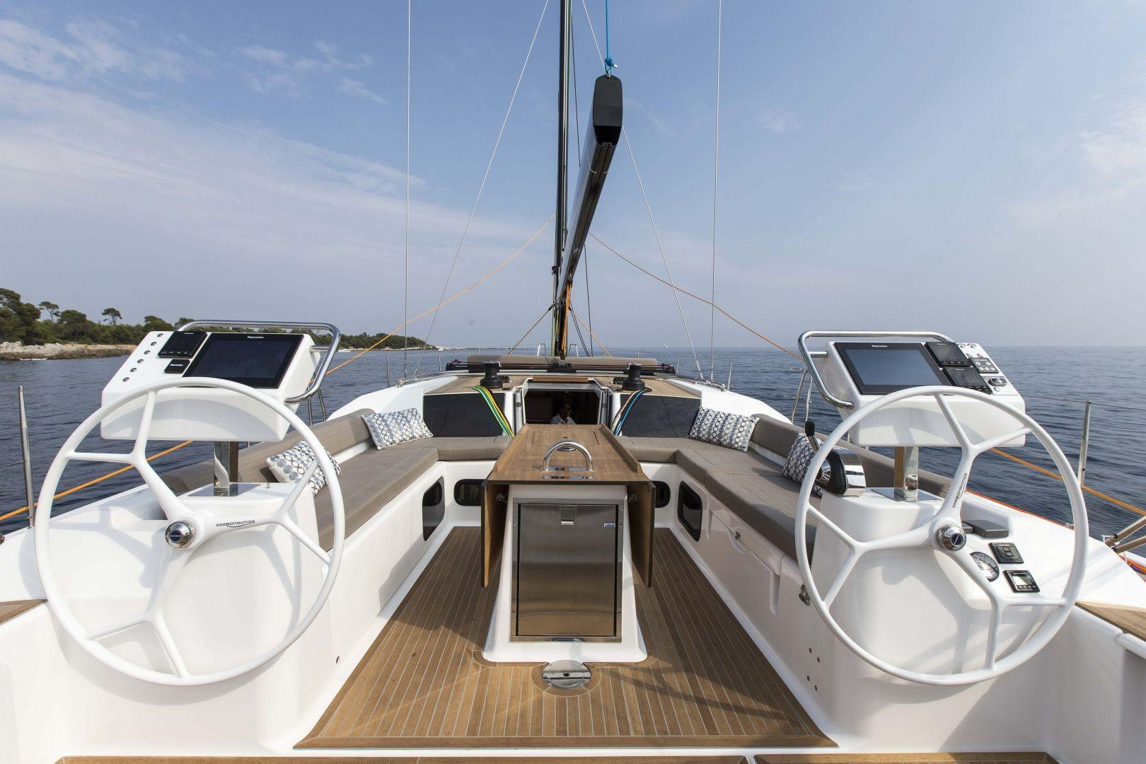 Manufacturer Provided Image: Dufour Exclusive 56 Helm