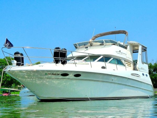 Sea Ray 420 Aft Cabin Motor Yachts. Listing Number: M-3789036