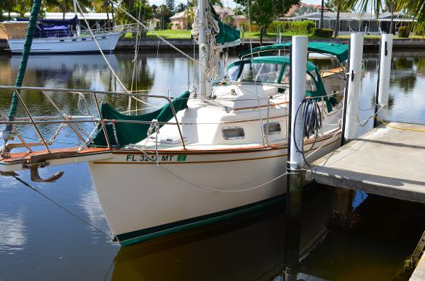 27' Island Packet 1988  27
