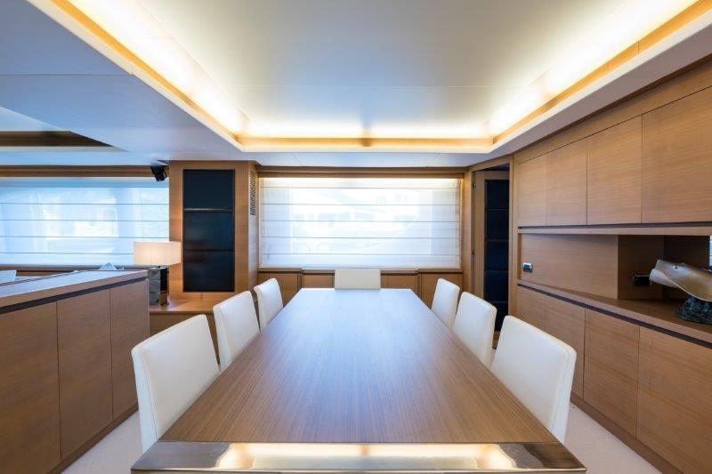 105 Azimut Dining Area