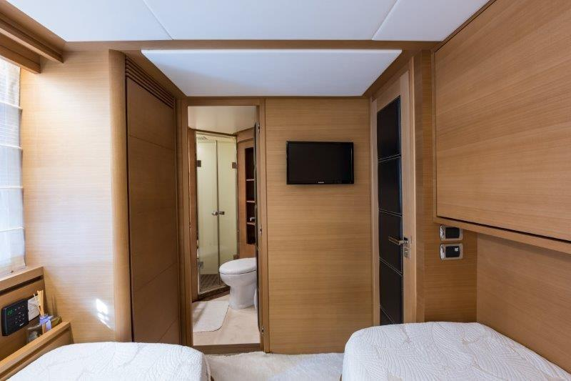 105 Azimut Port Forward Stateroom