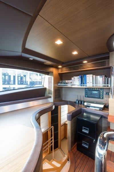 105 Azimut Pilothouse