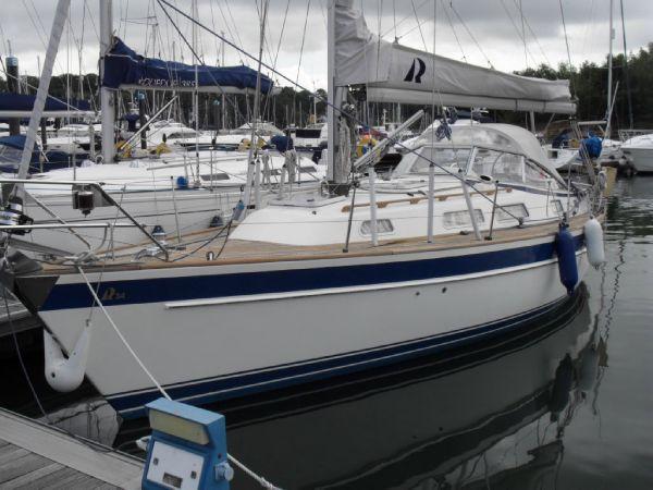 Boat Name: KALINA; Year: 1999; Builder: Hallberg-Rassy Varvs AB; Model: 34 ...