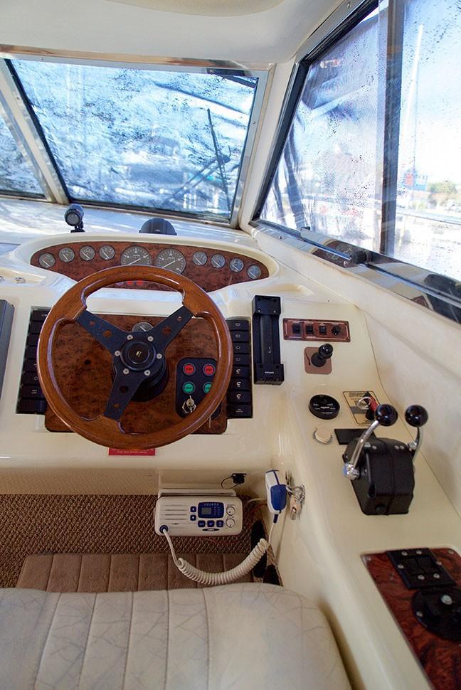 Viking 46 Princess - Inside Helm 3