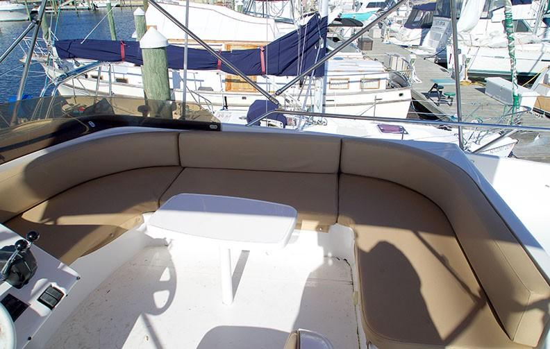 Viking 46 Princess - Upper Helm Seating