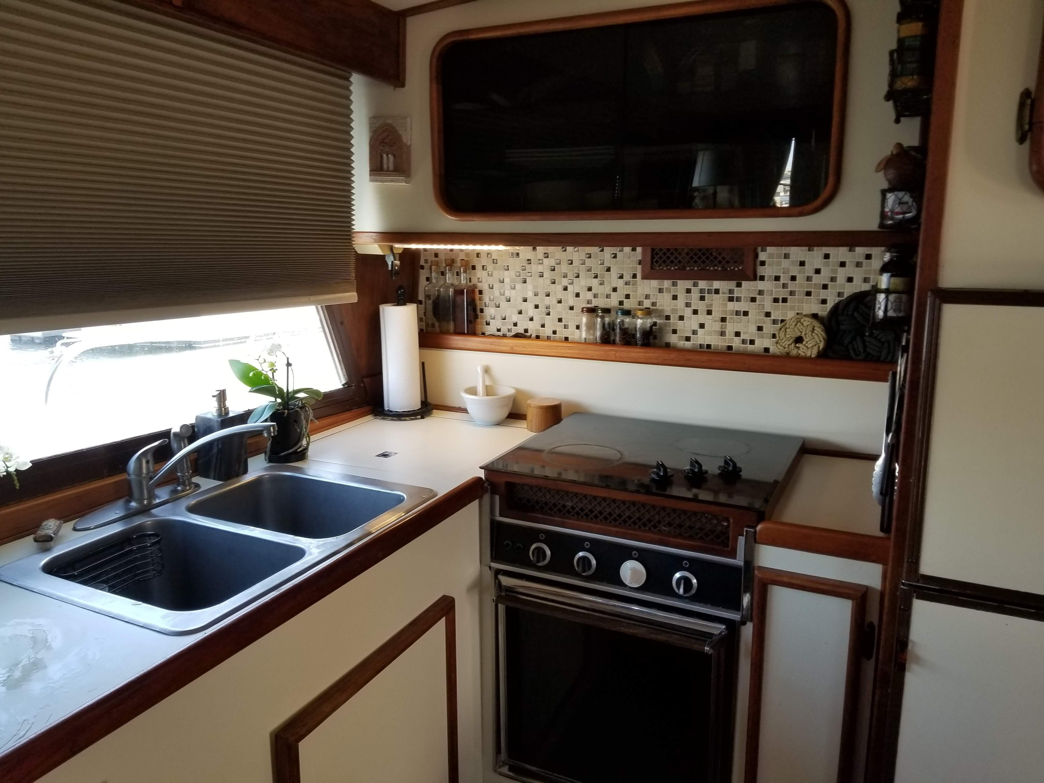Prairie Boat Works 36 Dual Cabin - Galley - Double SS Sink