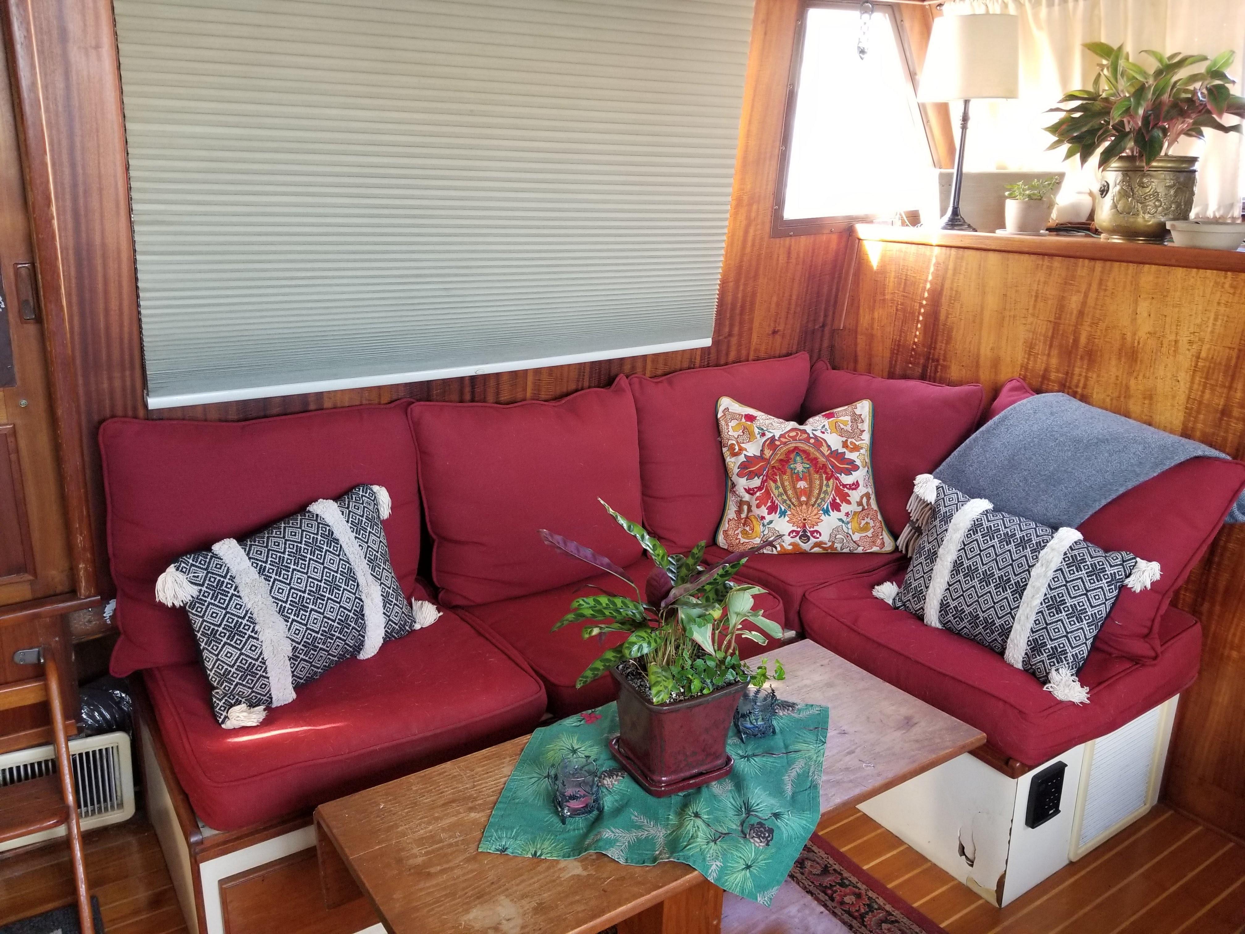 Prairie Boat Works 36 Dual Cabin - Salon Seating