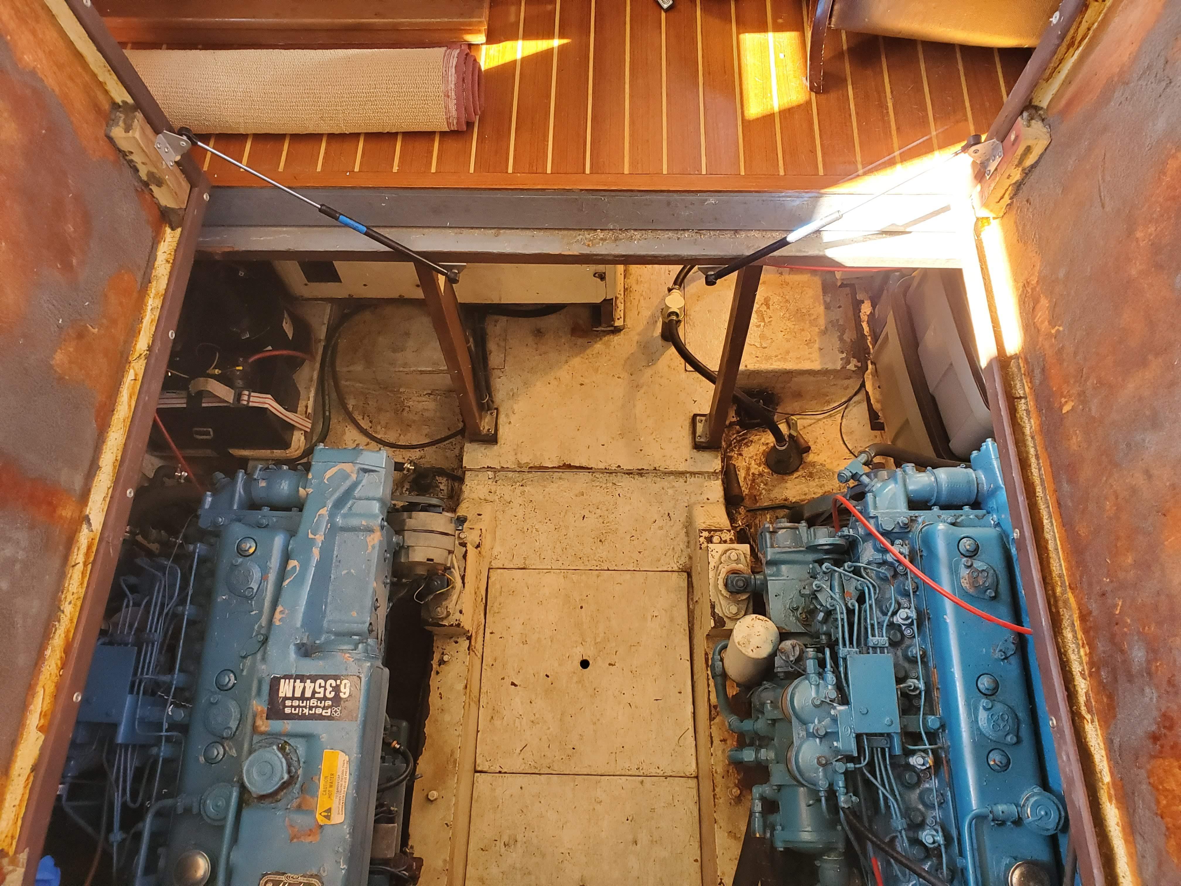 Prairie Boat Works 36 Dual Cabin - Twin Perkins Diesels