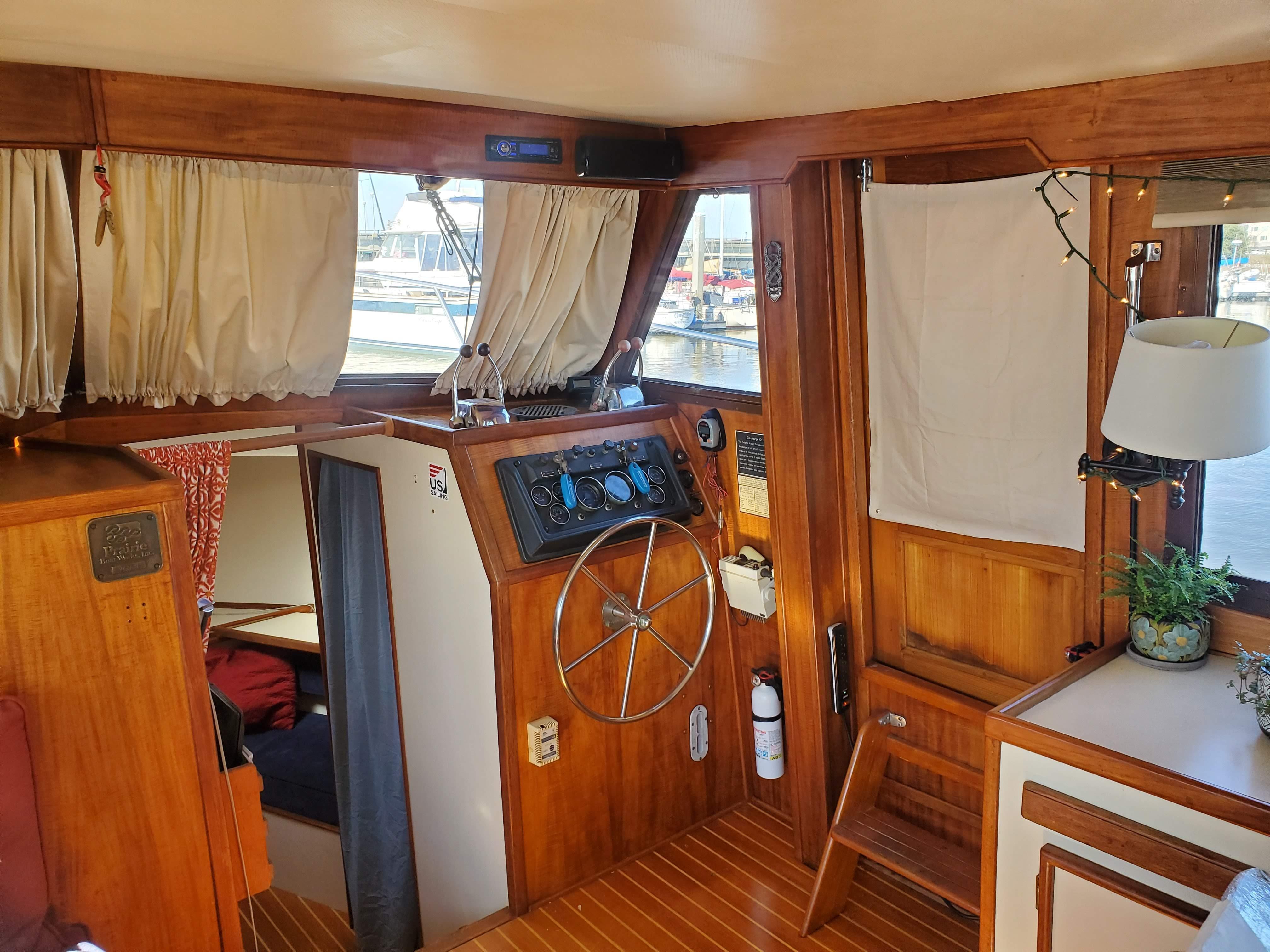 Prairie Boat Works 36 Dual Cabin - Lower Helm