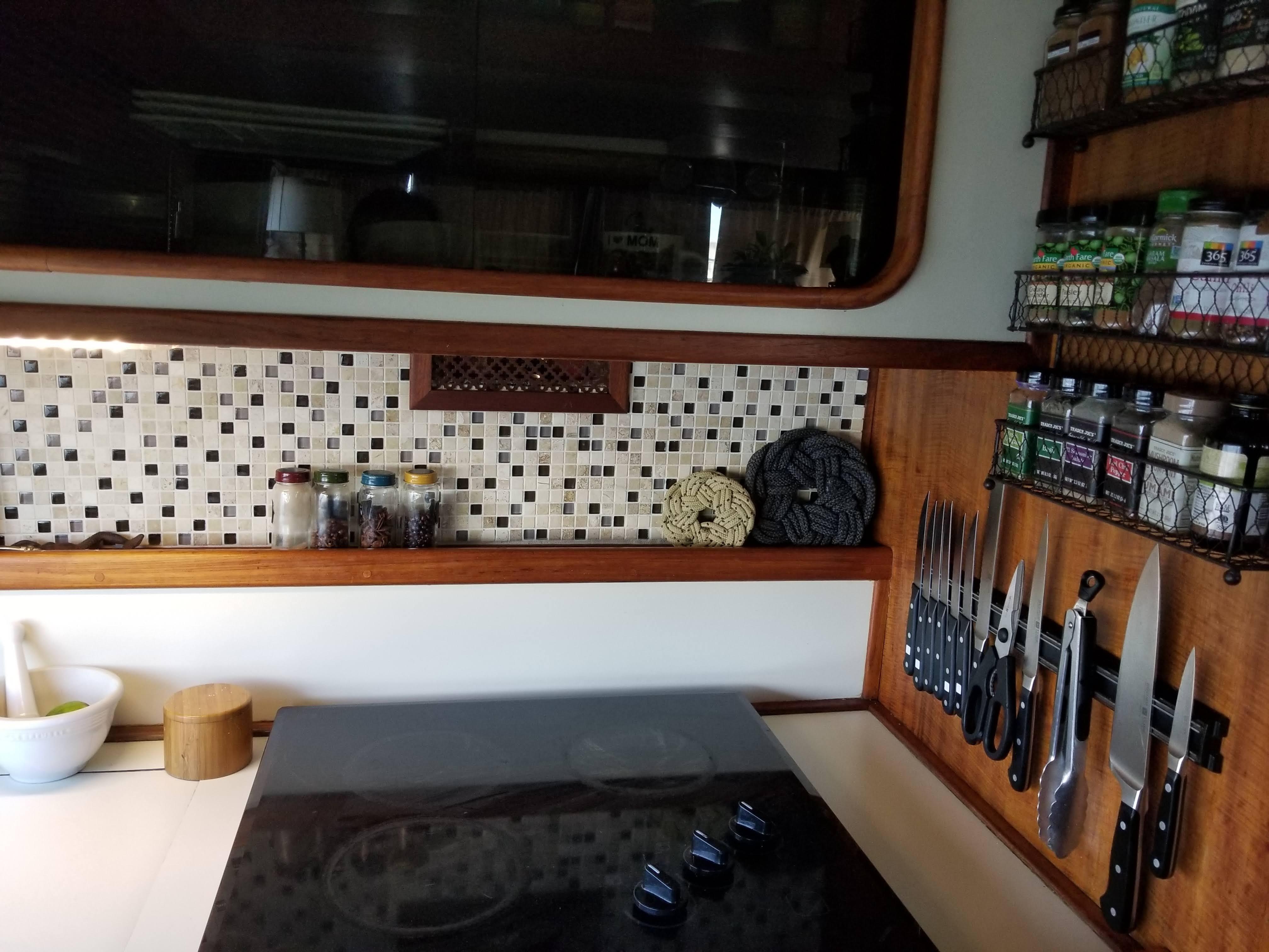 Prairie Boat Works 36 Dual Cabin - Electric stovetop/ceramic backsplash