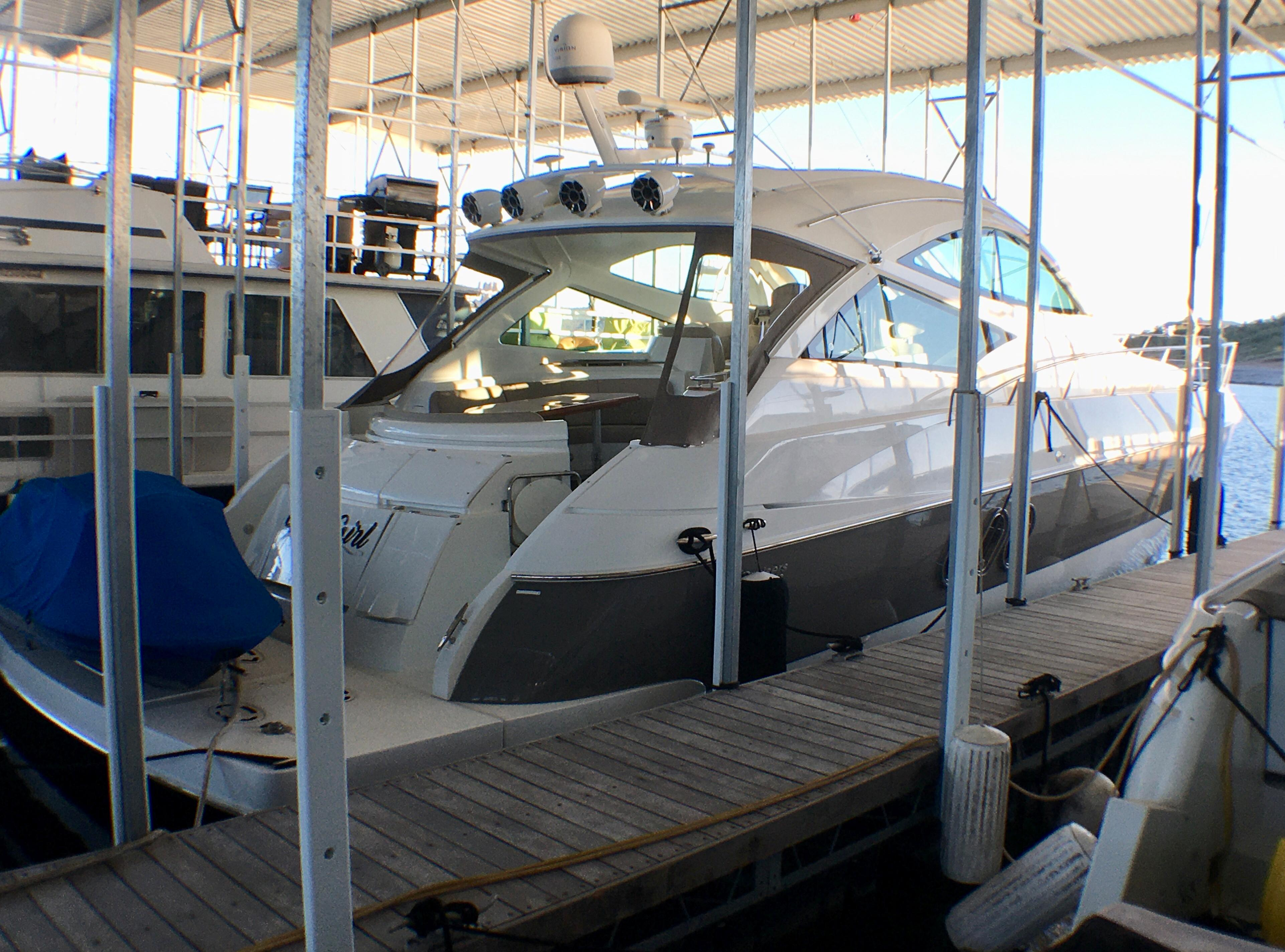 54.33 ft Cruisers Yachts 520 Sports Coupe