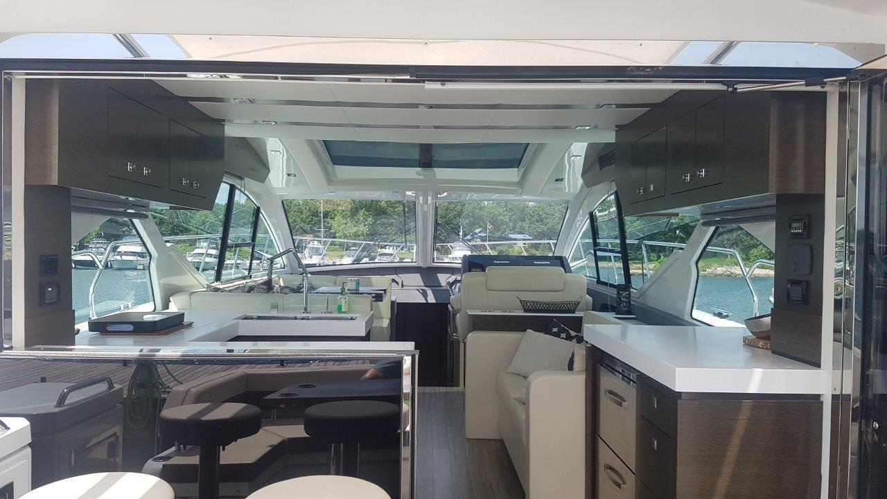 54 ft Cruisers Yachts 54 Cantius