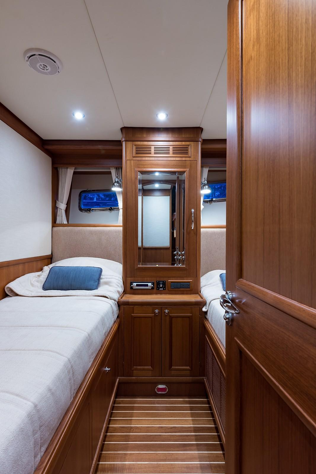 59 Grand Banks Guest Stateroom