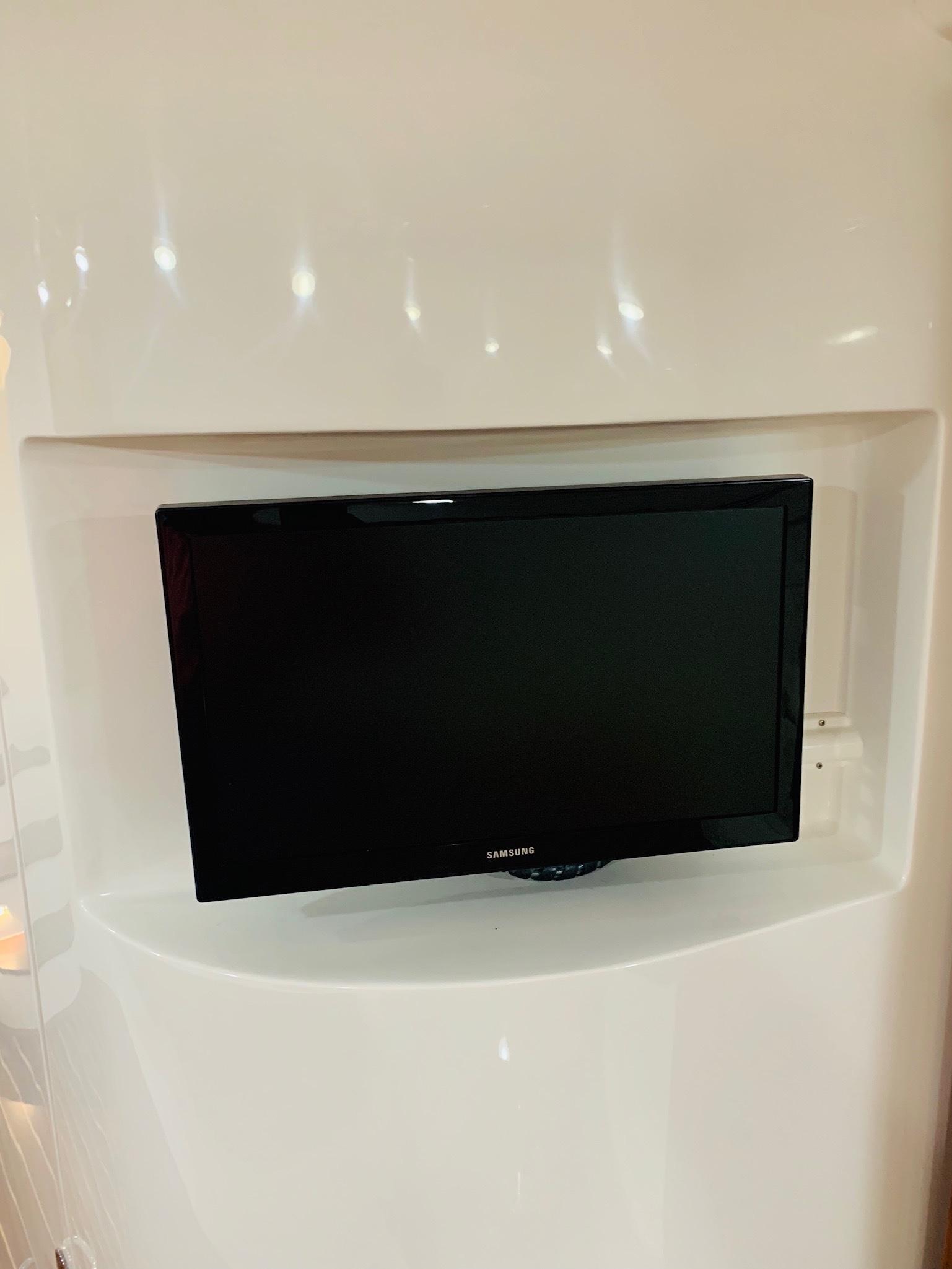 48 Intrepid Salon TV