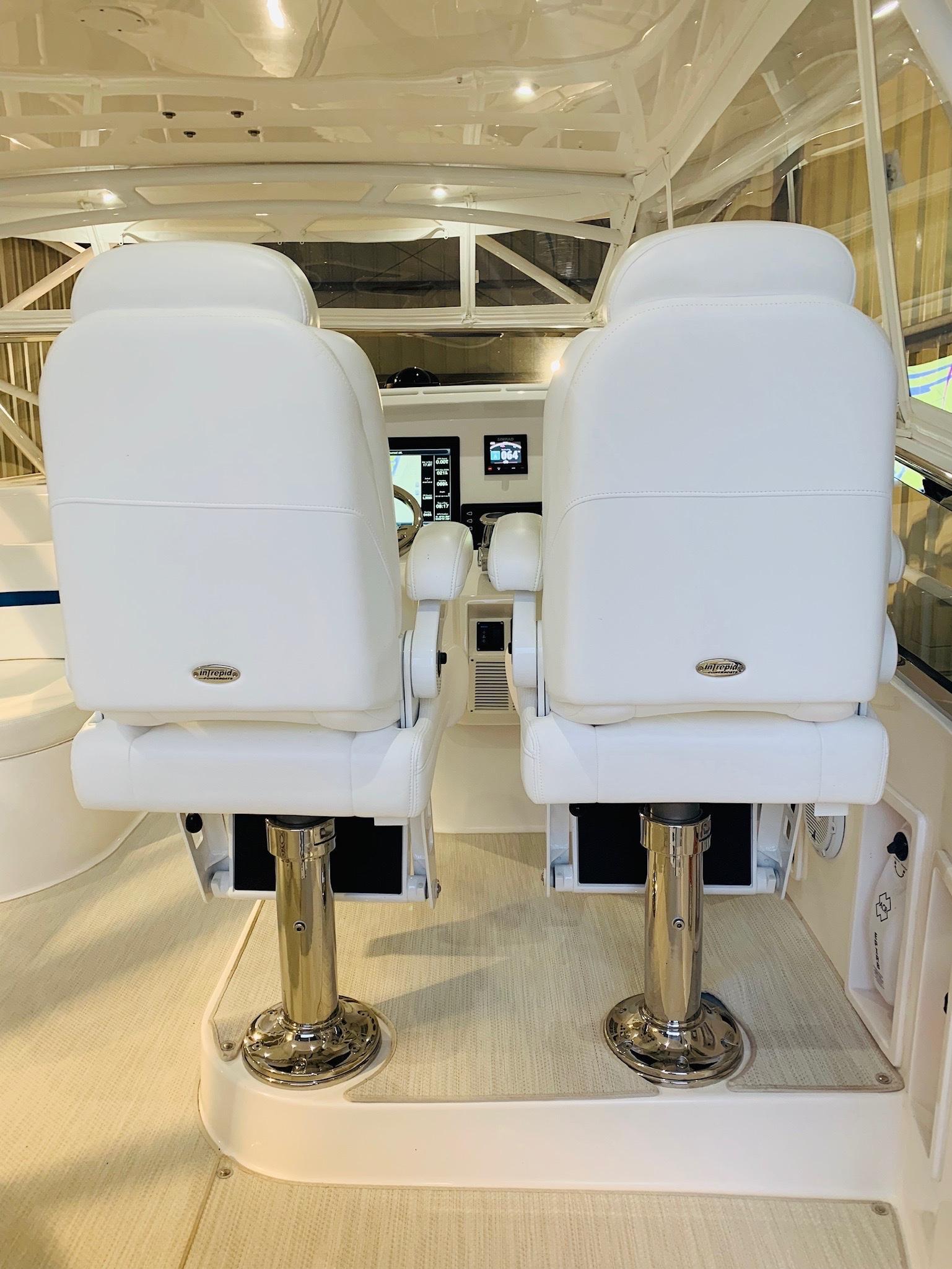 48 Intrepid Helm Seat w/ SS Pedestal