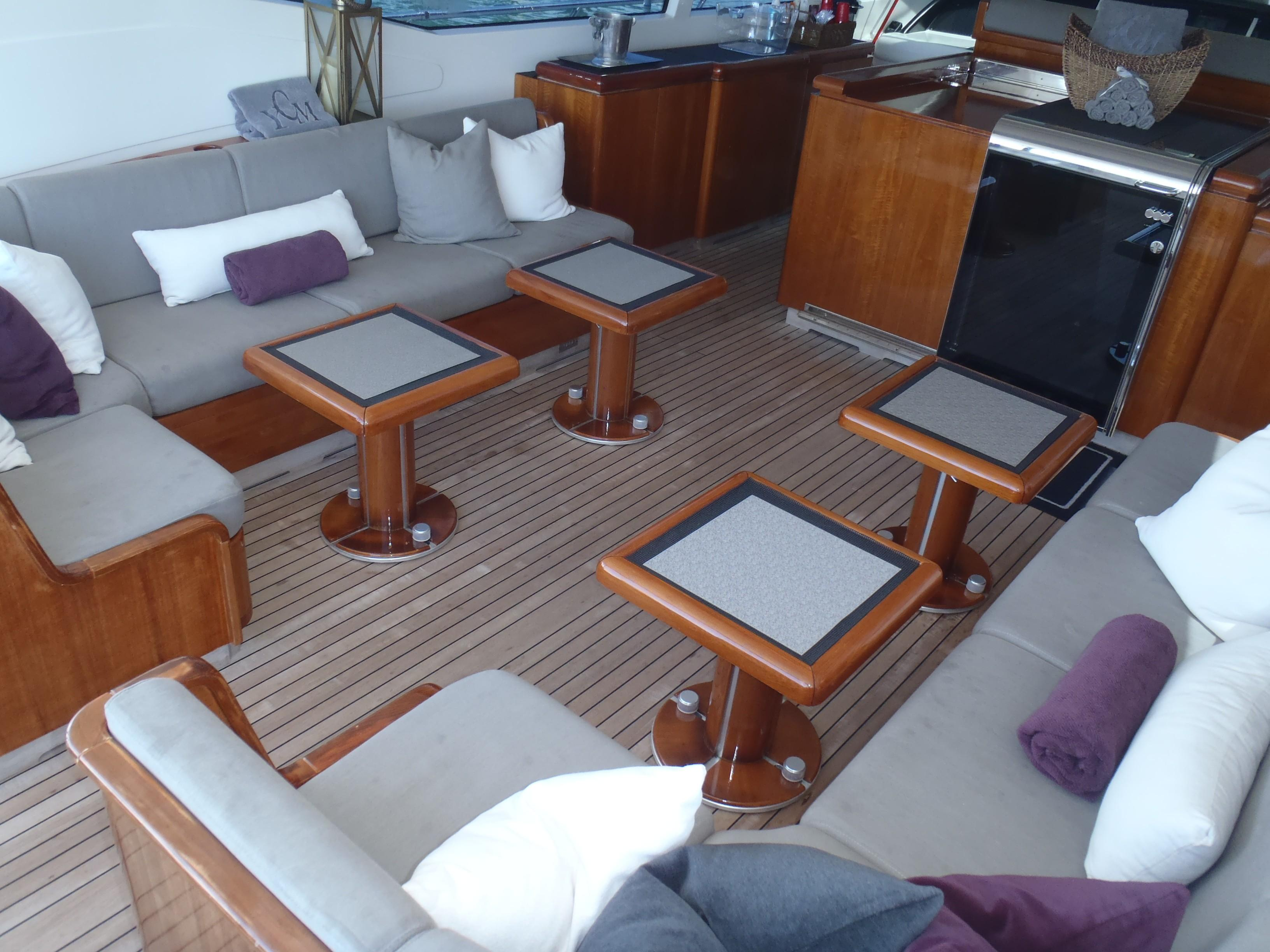 Cockpit lounge with hi/lo tables