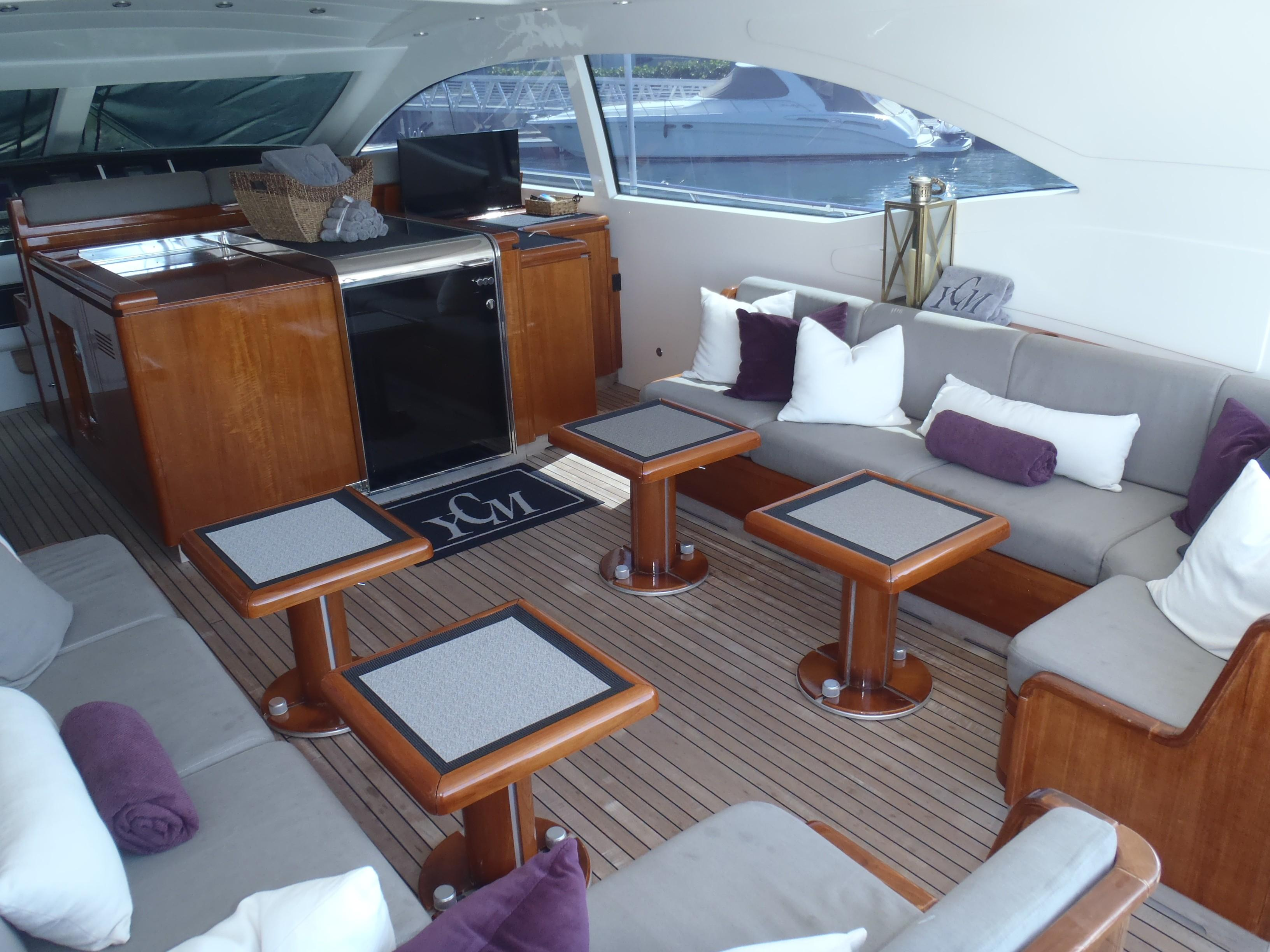 Cockpit lounge 2