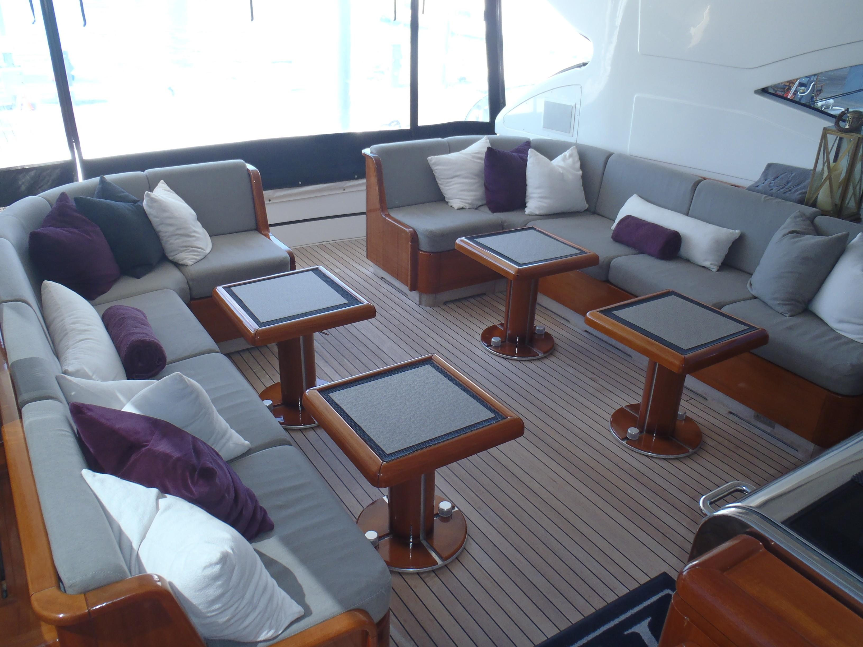 Cockpit lounge aft