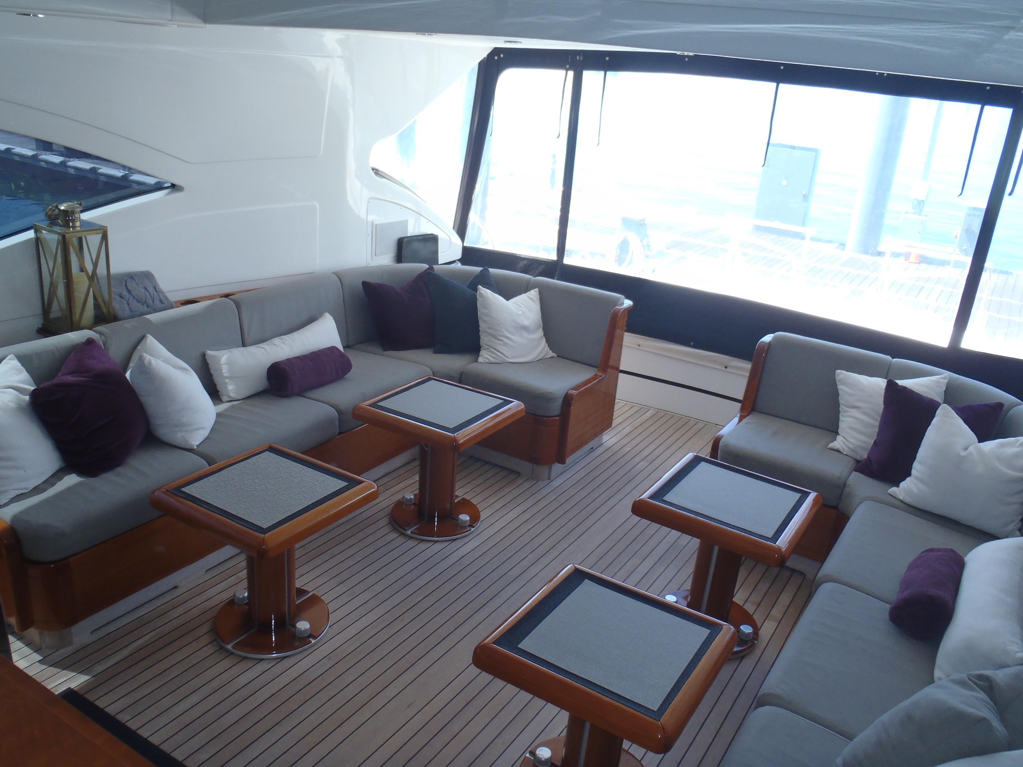 Cockpit lounge aft 2