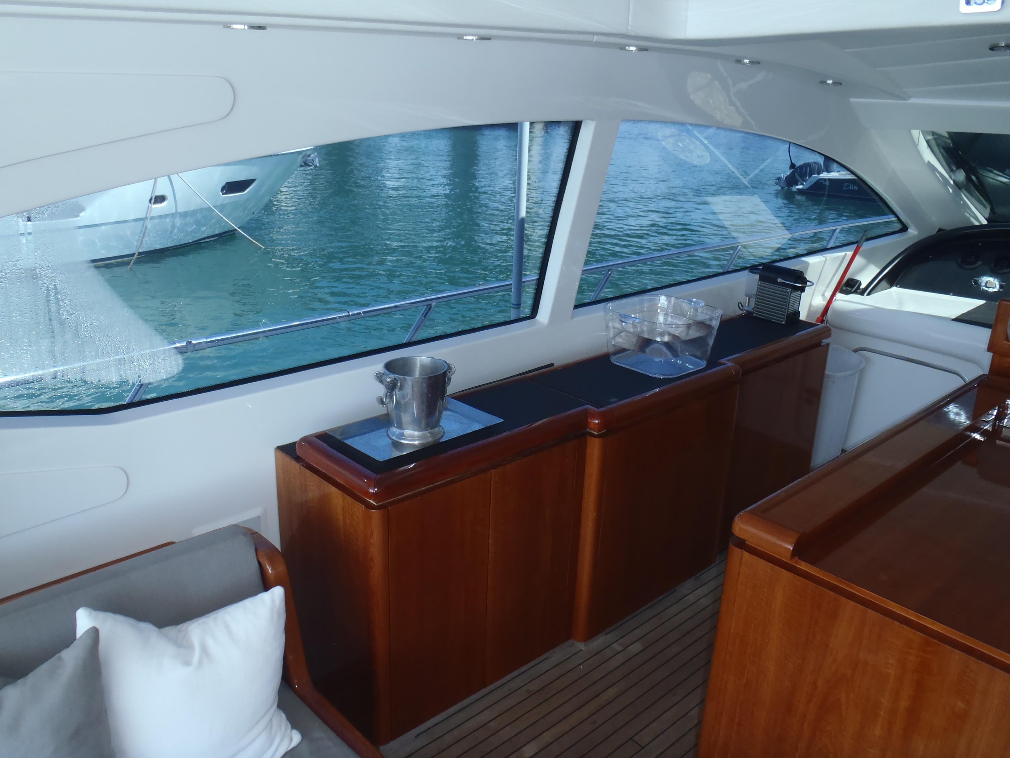Cockpit cabinet