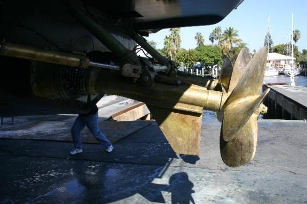Mangusta 72 Arneson Surface drives