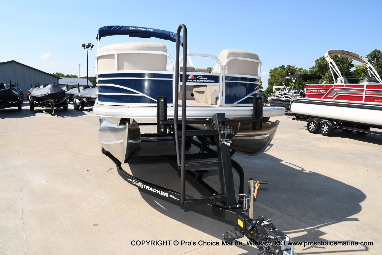 2021 Sun Tracker boat for sale, model of the boat is SPORTFISH 22 DLX w/150 Pro-XS & Image # 48 of 50