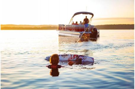 2020 Sun Tracker boat for sale, model of the boat is Party Barge 22XP3 w/150L 4S & Image # 2 of 3