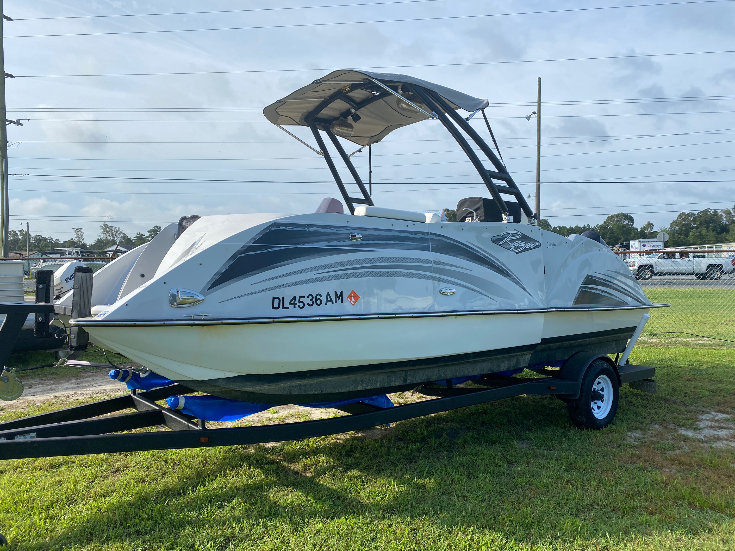 2019 Caravelle boat for sale, model of the boat is 219DD Deck Boat & Image # 1 of 14