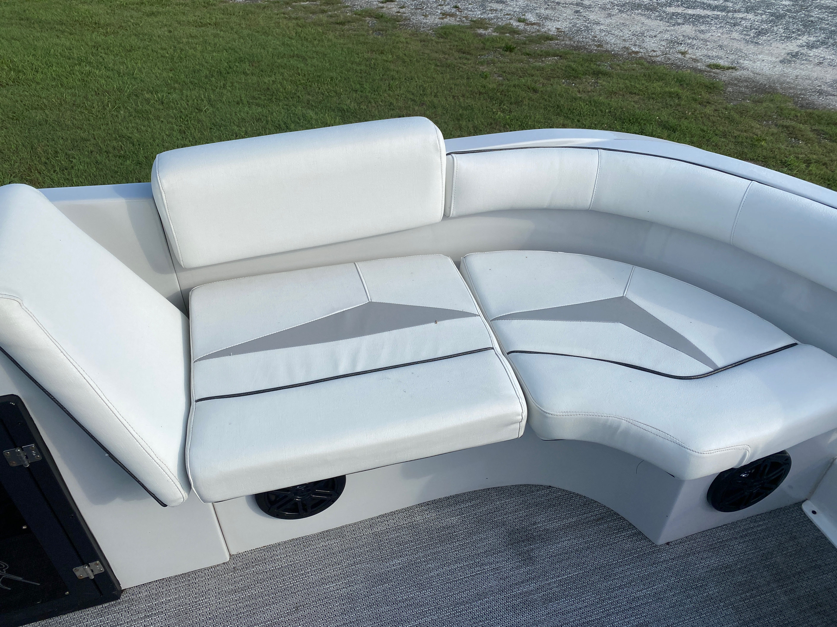 2019 Caravelle boat for sale, model of the boat is 219DD Deck Boat & Image # 6 of 14