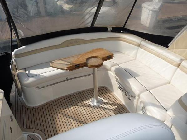 Sea Ray 370 Sundancer Cockpit