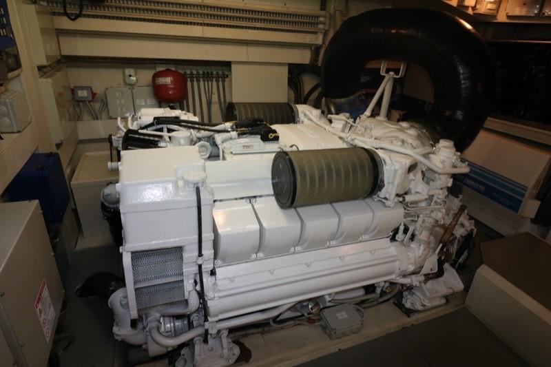 MTU 10V Main Engines are spotless