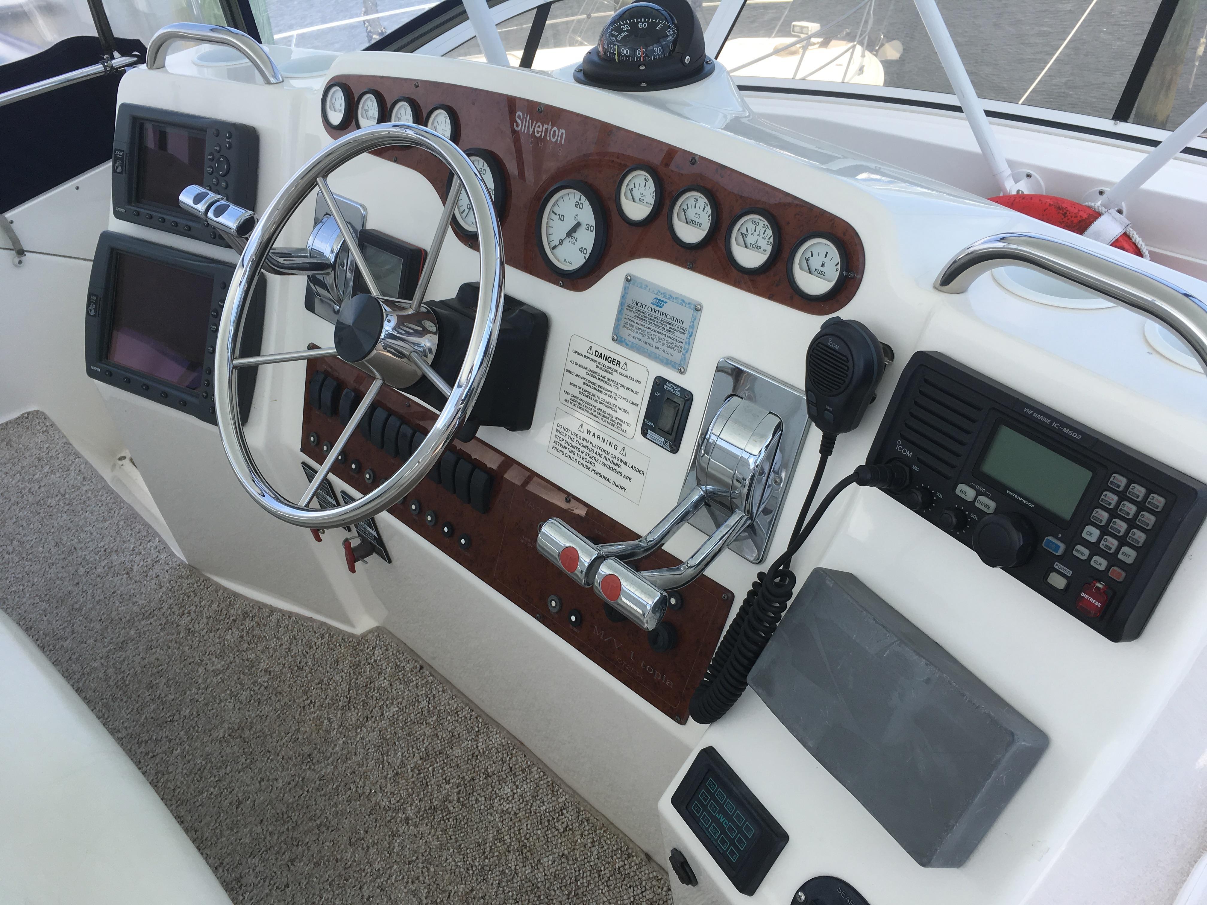 Silverton 392 Motor Yacht - Photo: #18