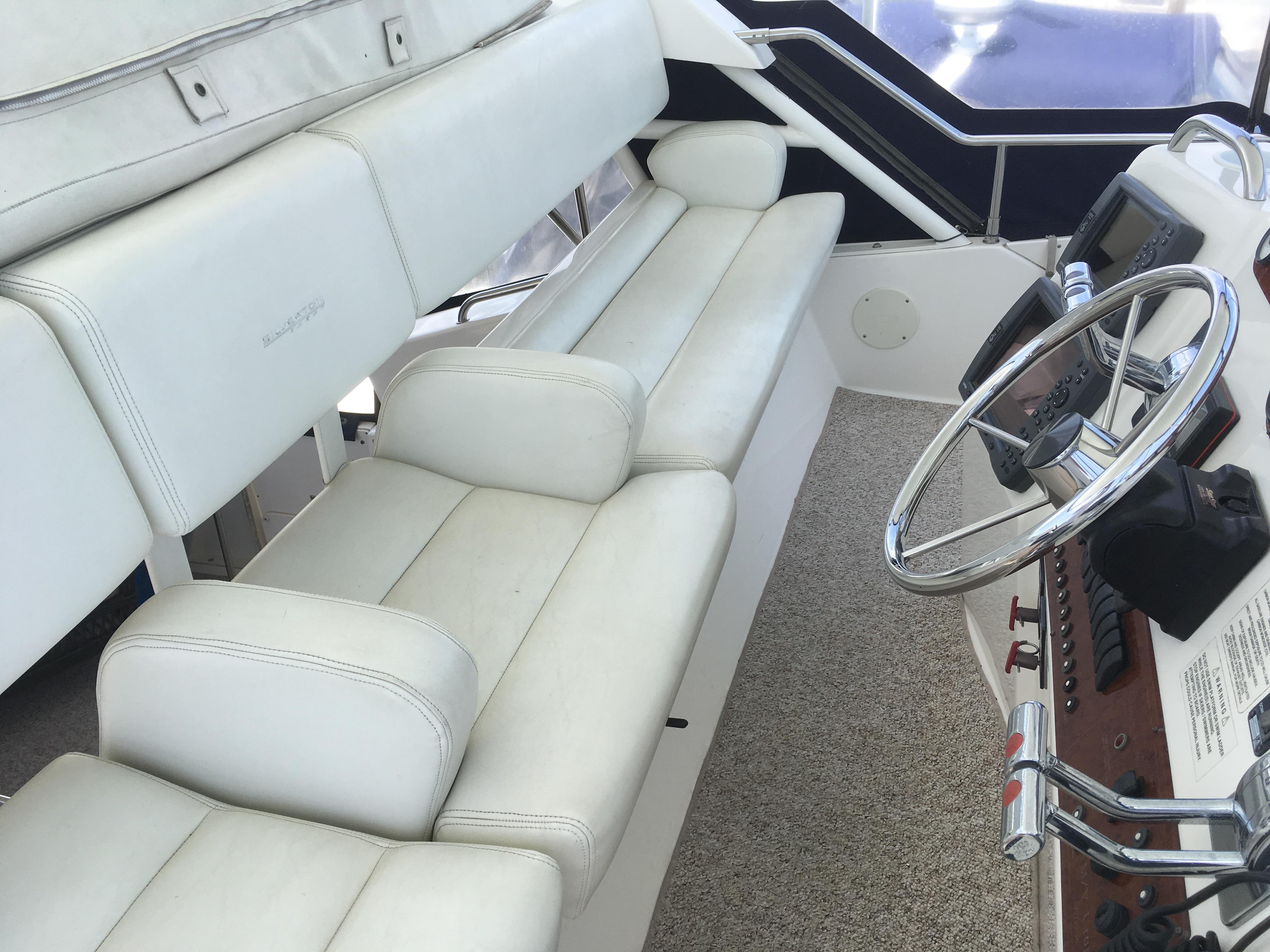 Silverton 392 Motor Yacht - Photo: #20