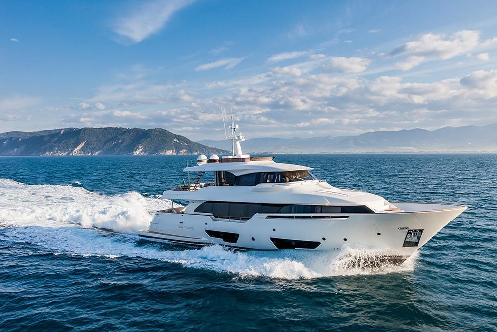 92.88 ft Ferretti Yachts Custom Line Navetta 28