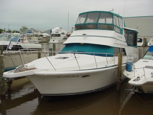 40' Trojan 12 Meter Motor Yacht (402)