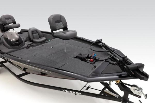 2020 Tracker Boats boat for sale, model of the boat is Pro Team™ 195 TXW & Image # 5 of 32