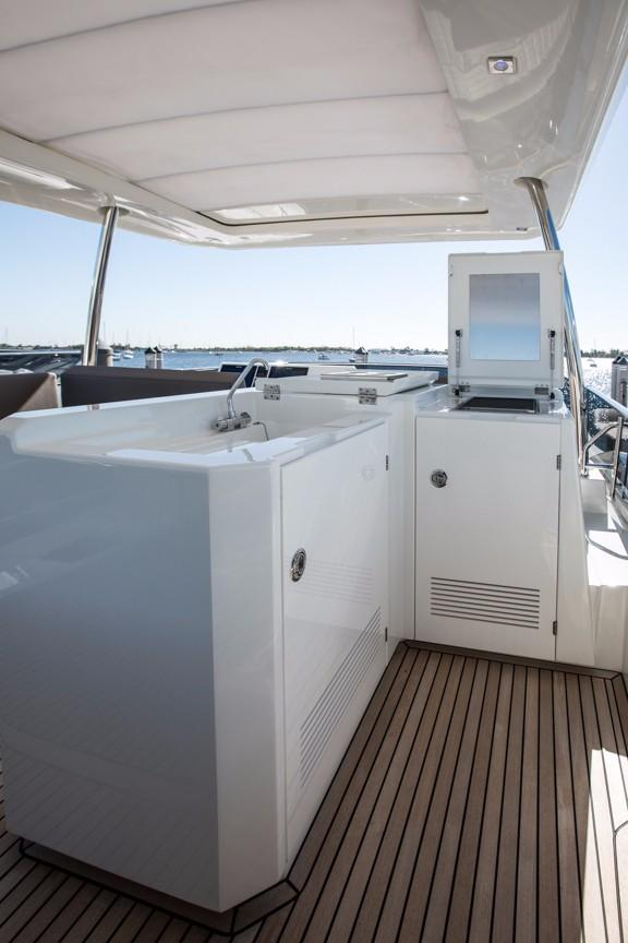 Flybridge Wet Bar and Grill